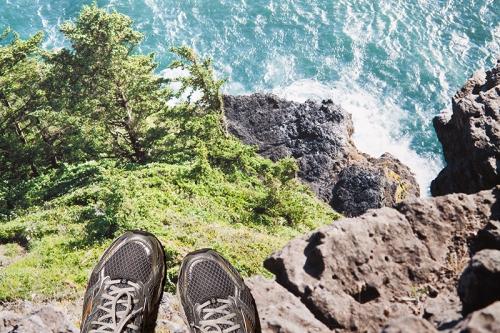 19_20120115feet-cliff032[1]